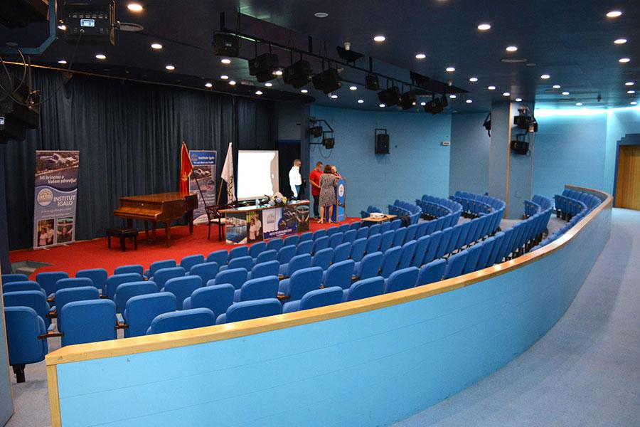 institut-igalo-Kongressaal-1